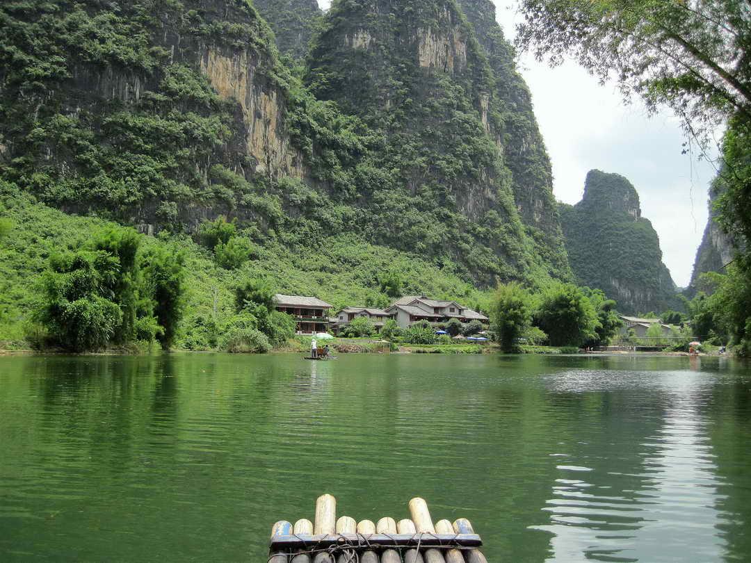 yulong-river-bamboo-rafting-yangshuo-mountain-retreat