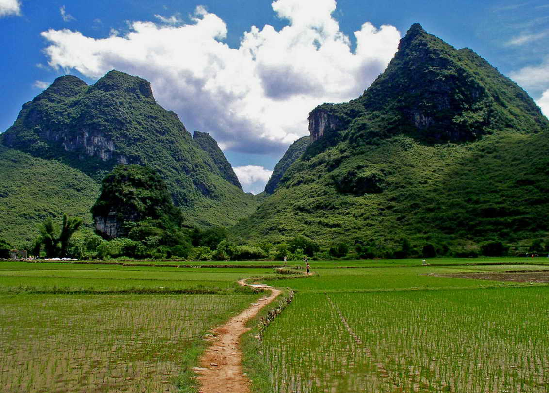 Hiking-Trail-Yangshuo-Mountain-Retreat-Yangshuo-China