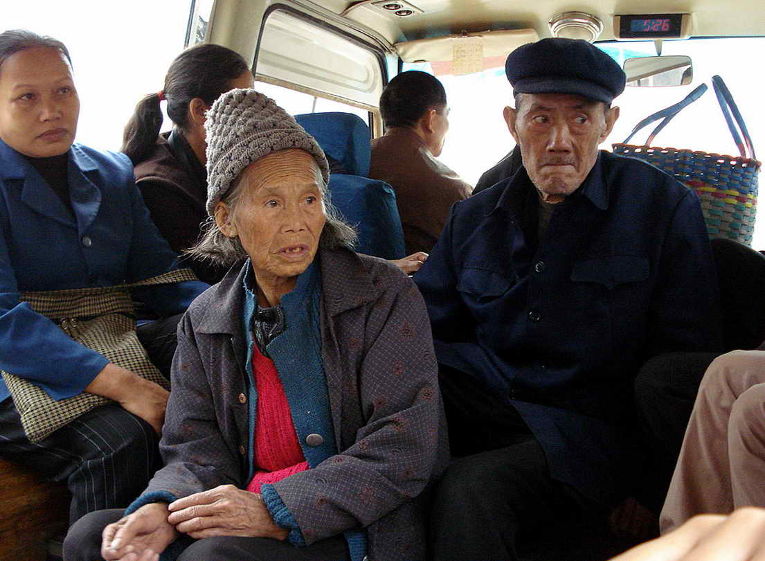 local-bus-yangshuo-village-inn-guilin-yangshuo-china