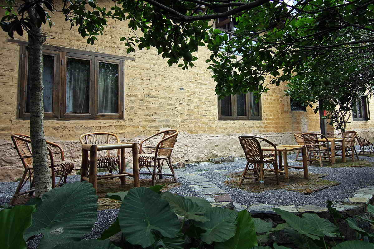 yangshuo-village-inn-farmhouse-terrace-guilin-yangshuo-china